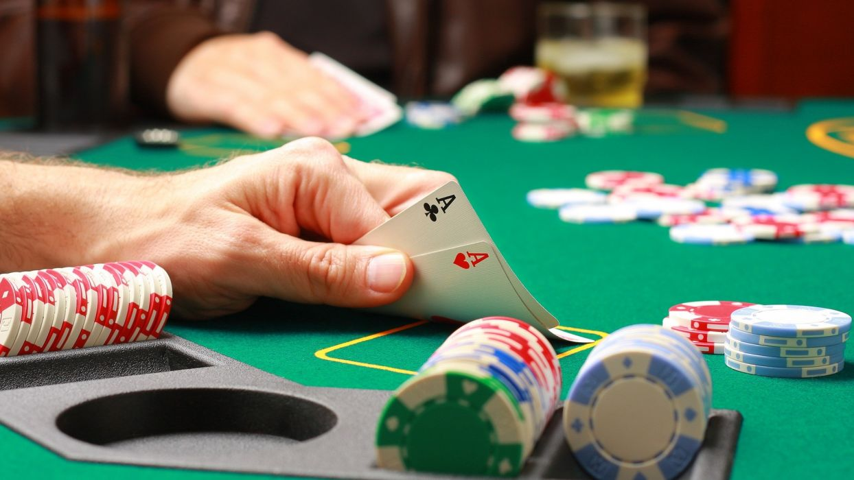 The Perks That You Will Get When You Plain In Online Casinos